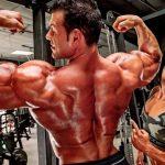 Cómo Arnold usó filas con barra en T para construir su espalda